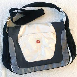 EUC SwissGear Laptop Messenger Bag